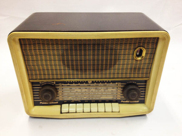 PYE radio (Modified for iPod)
