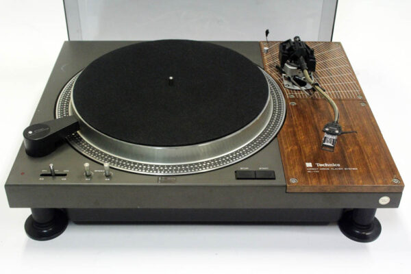 Technics SL 110 turntable with SME Series 3 arm