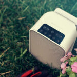 FLEX-2i-Feature-2-460-White-PULSE-FLEX-on-grass